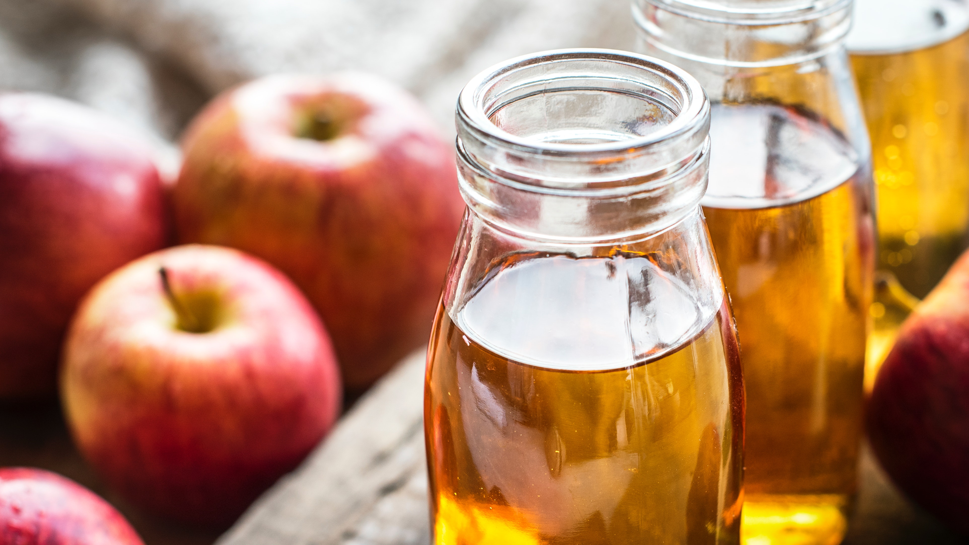 Apples and glasses of apple juice