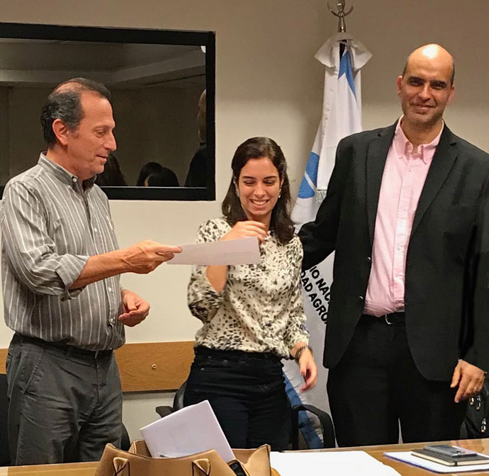 Marcia Lopes receives her ProgRESSVet certificate from Emilio Leon and Andres Perez